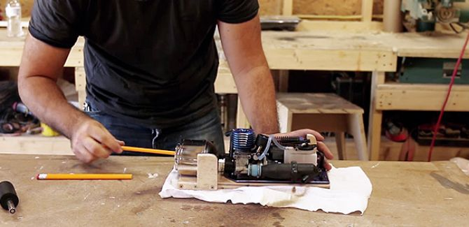 erfindung bleistift anspitzer mit benzin motor mann tv. Black Bedroom Furniture Sets. Home Design Ideas