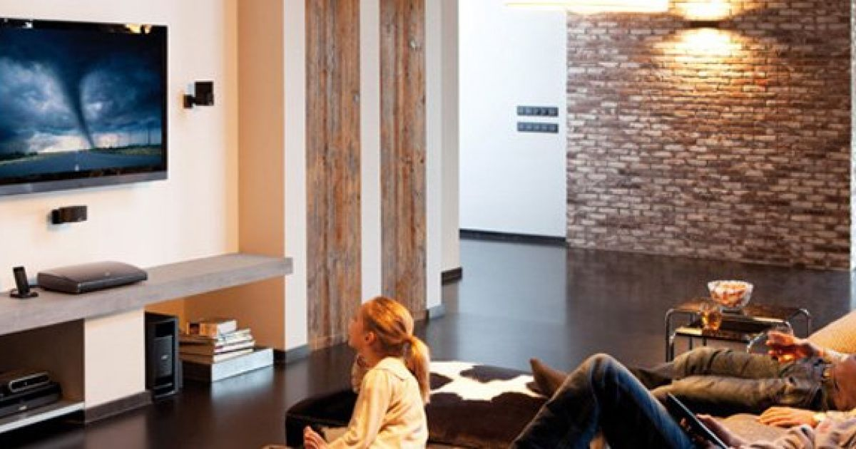 heimkino kino f r zuhause mann tv. Black Bedroom Furniture Sets. Home Design Ideas